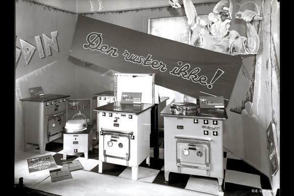 Odin elektriske komfyrer i elektrisitetsverkets permanente utstilling i Håndverkeren i Rosenkrantz' gate i 1935. Foto (A-20138/U/022/028) fra arkiv etter Oslo lysverker. Fotograf: ukjent.