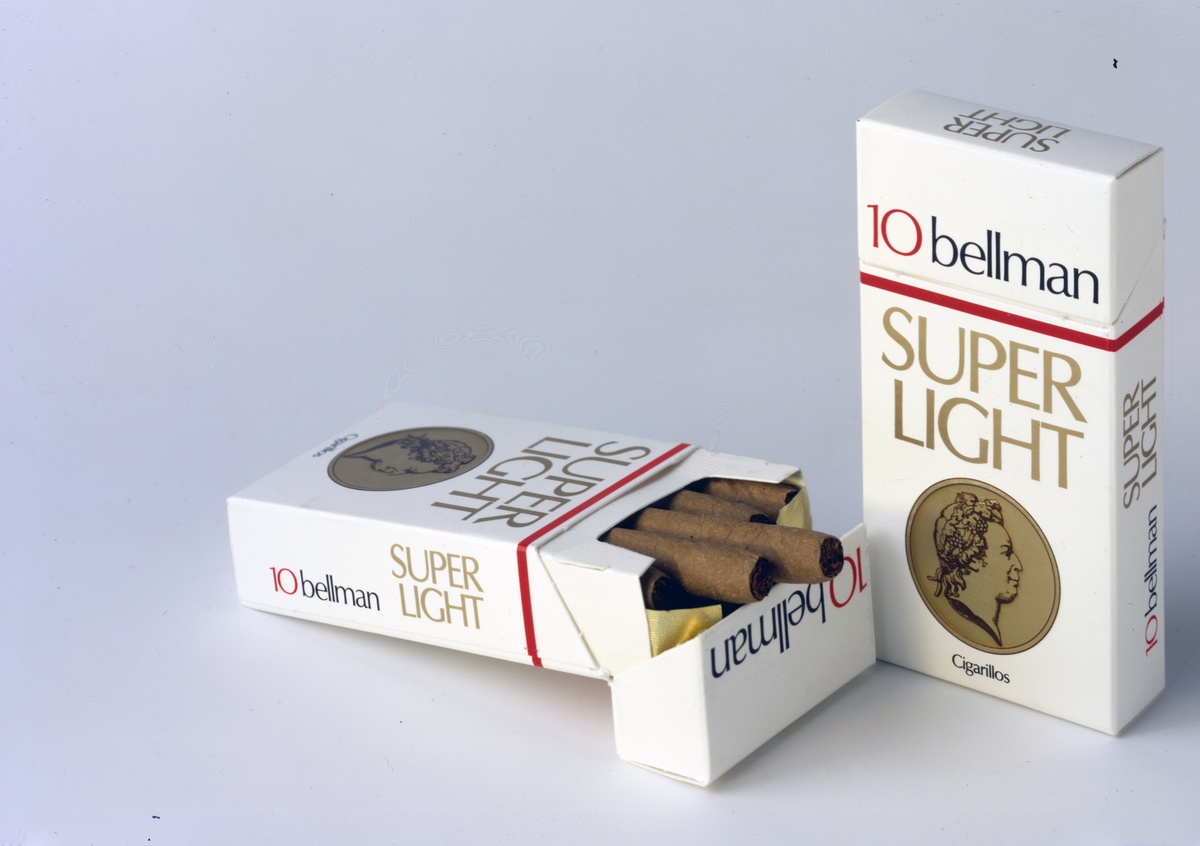 Reklamefoto fra Tiedemanns Tobaksfabrik. Bellmann superlight cigarillos.