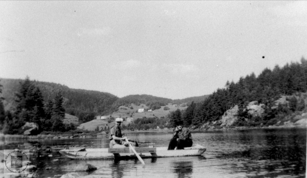 Fisketur på Mindrebø vannet, Bjelland.