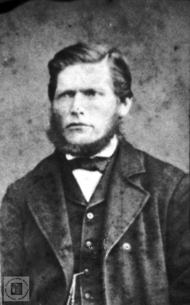 Portrett av ukjent mann trolig med tilknytning til Bjelland eller Grindheim.