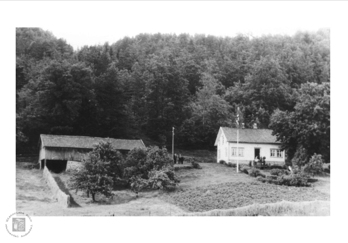 Gardsbruket Eikestokkan på Sveinall i Laudal.