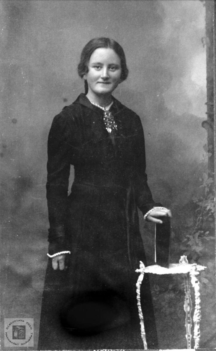 Portrett av Berta Øyslebø, Øyslebø.