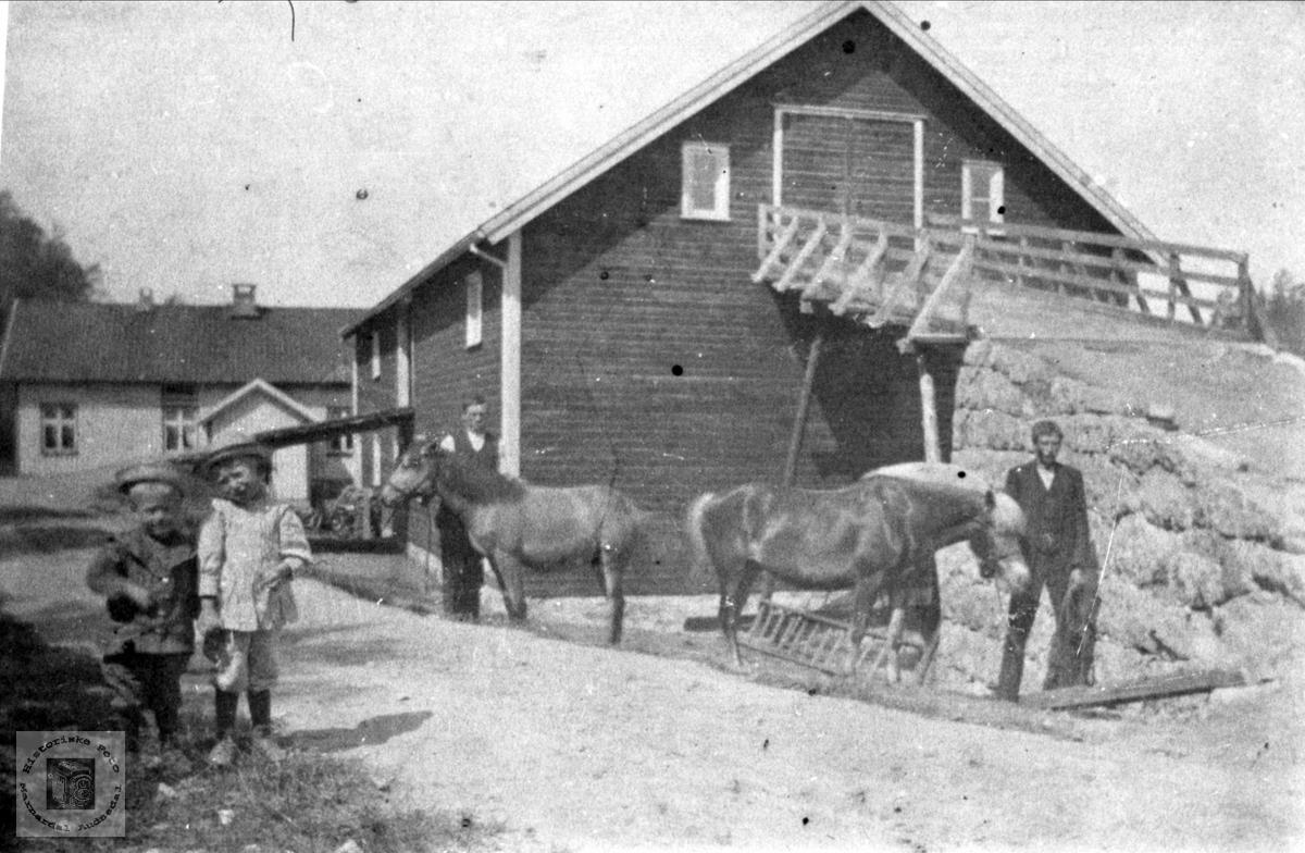 Fossestøl i Øyslebø ein dag i 1914.