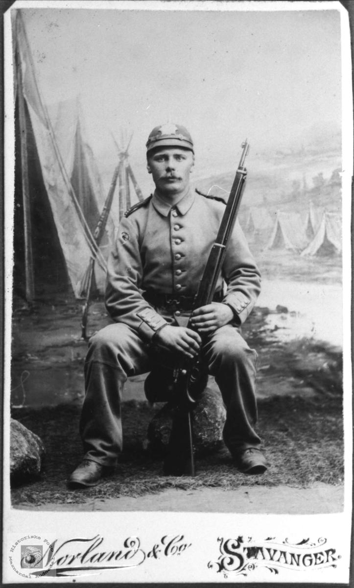 Soldat portrett av Peder Johan Solberg, Øyslebø.