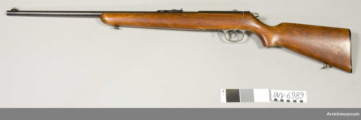 Kaliber 22 = 5.6 mm. Märkt H med en krona, Sweden (tre kronor). Har använts som övningsvapen.  Tillverkningsnr 14099