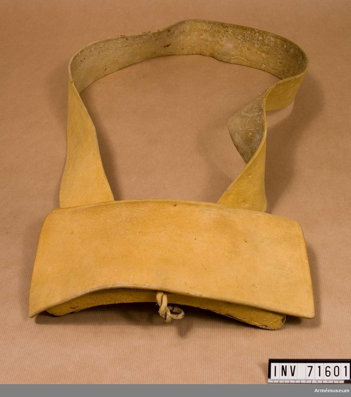 Grupp C II. På insidan, under locket finns en ficka. Insatsen är gjord av bleckplåt med plats för 13 patroner med 18 mm kailber.