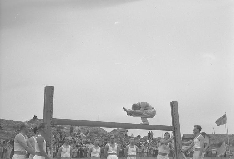 """Text till bilden: """"Bohuslän Dals Gymnastikförb. Gym.fest. Lysekil. 1950.05.21""""             i"""