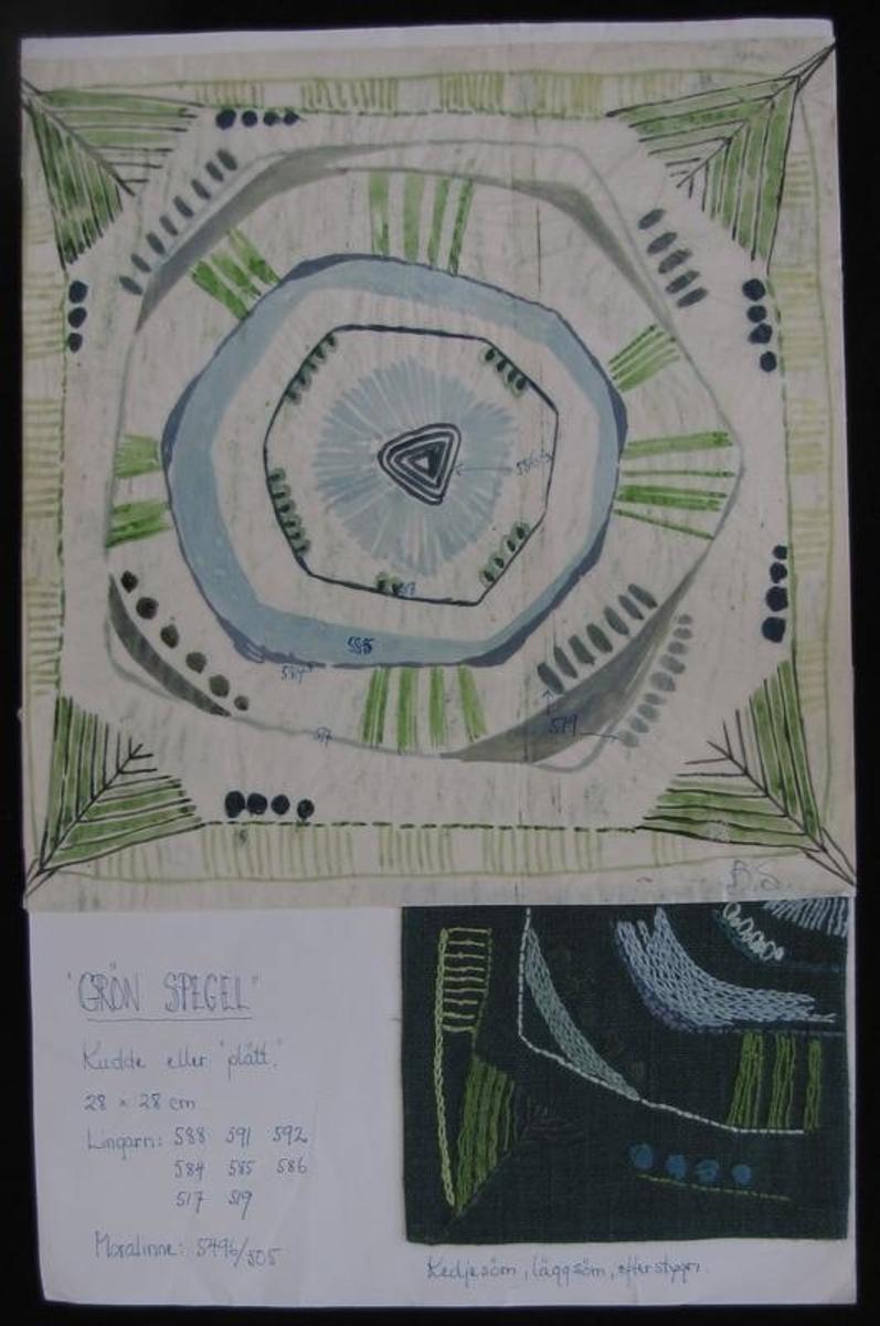 Mönsteridé och broderiprov ''Grön spegel'', till en kudde eller ''plätt''.  Framtaget av Älvsborgs läns norra slöjdförening på 1950-talet där Ingrid Wikmar Seklis var drivande.