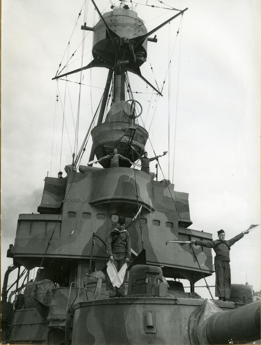 1 klass pansarbåt, pansarskepp. Unik siluett med sina tre skorstenar.