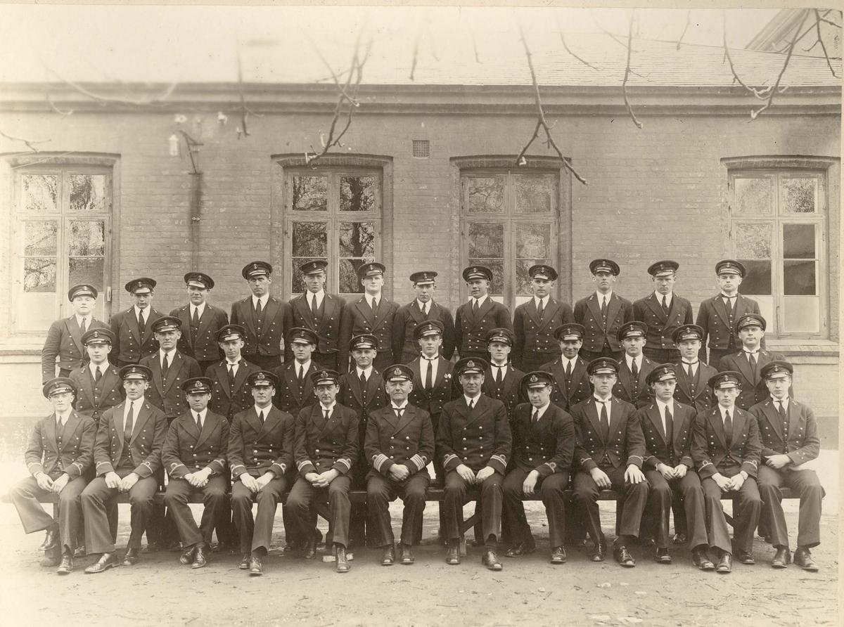Motiv: Sjøkrigsskolen - Elever, 1932