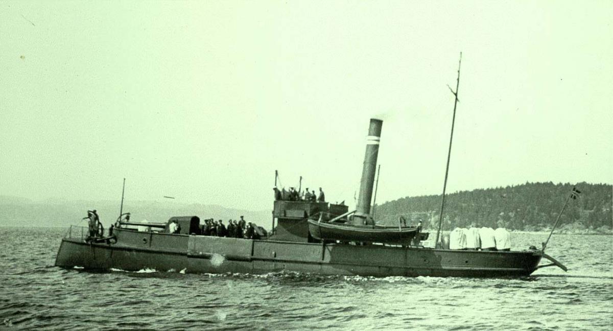 """Motiv: """"Gor"""" minelegger, ex kanonbåt.Babord bredside."""