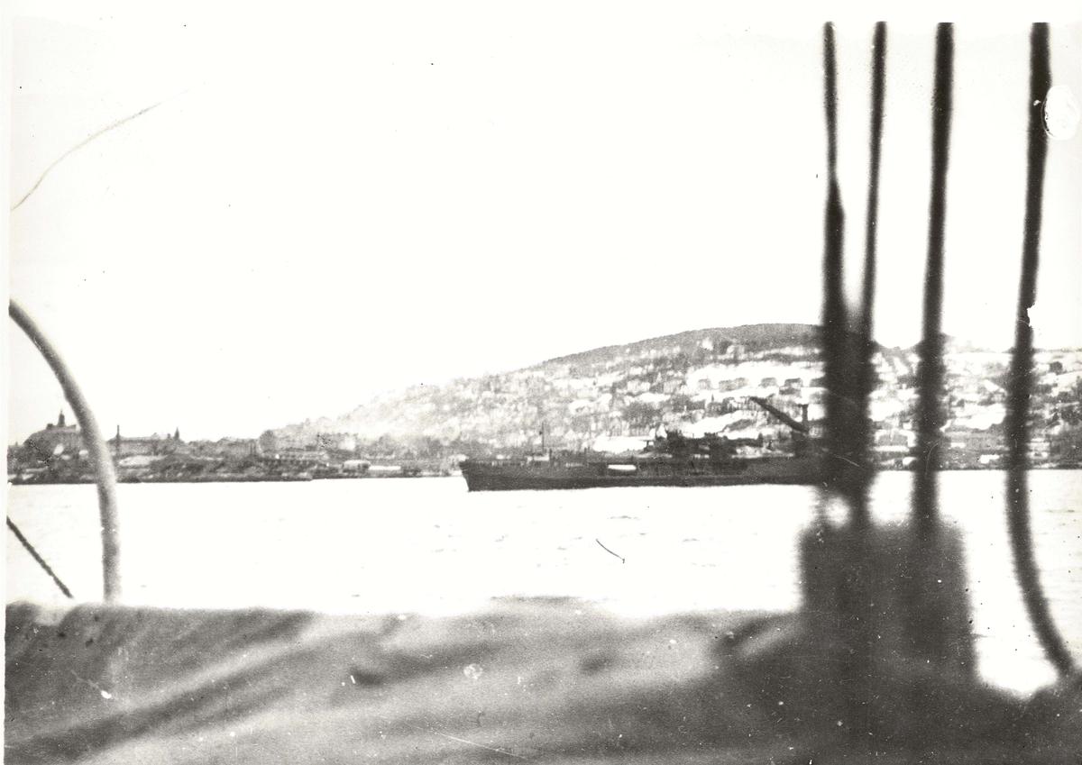 """En serie på 7 bilder av hjelpefartøyfor fly, med kalkeringspapir.  På bildet """"WESTPHALEN"""", hjelpe og verkstedskip for fly."""