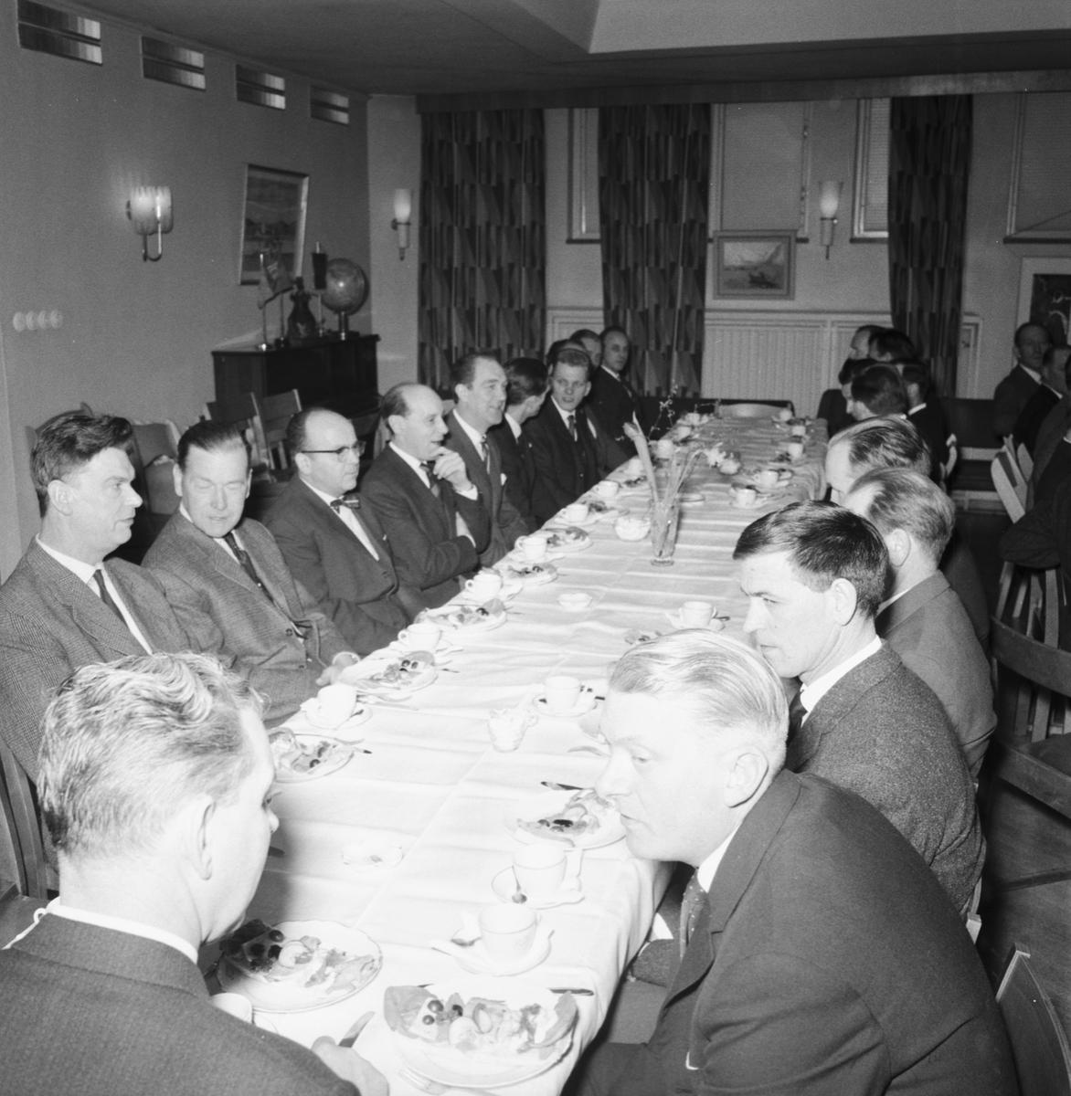 Övrigt: Foto datum: 22/2 1963 Verkstäder och personal. FCTF:s lokaler MTM-information