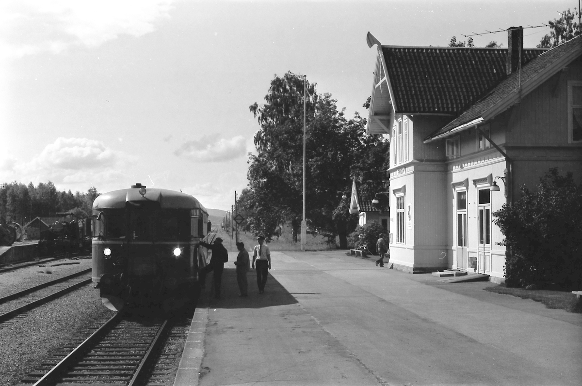Persontog 1081 Kongsvinger - Elverum på Grinder stasjon.