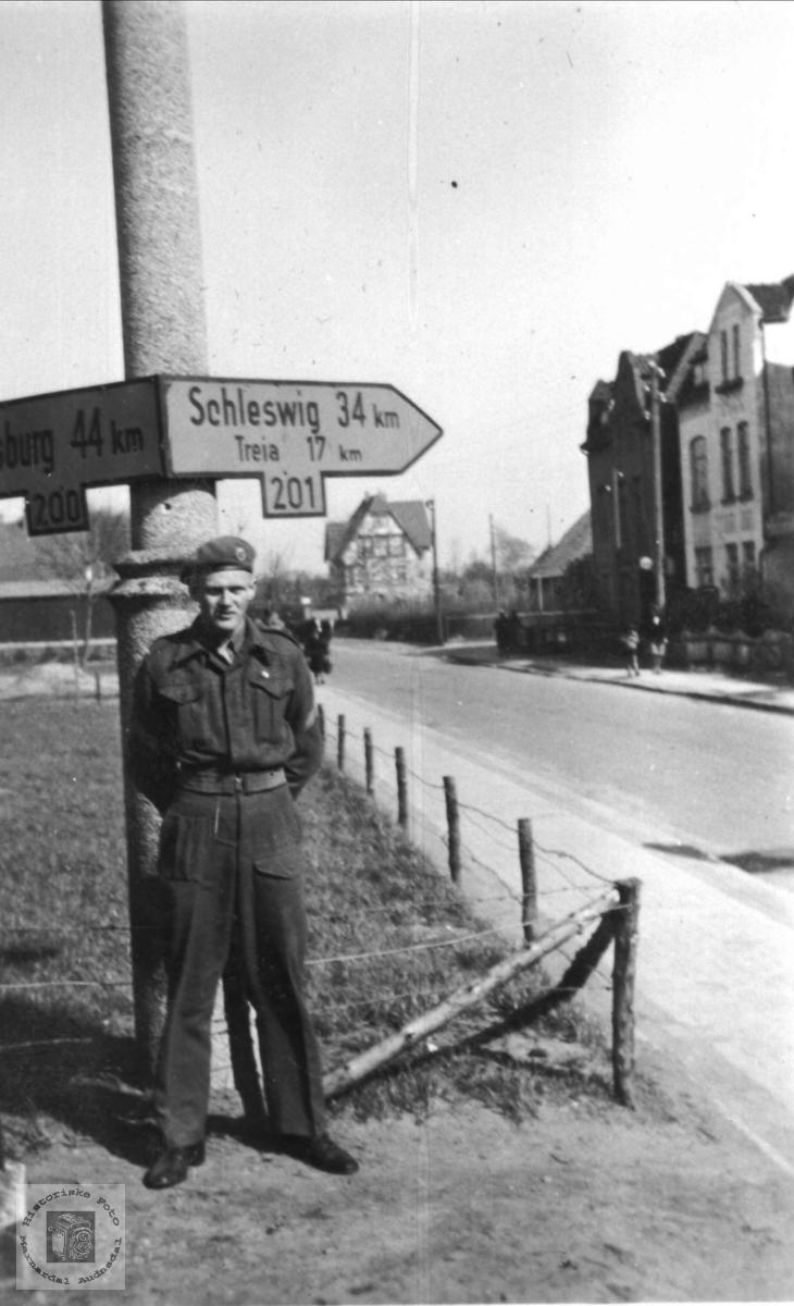 Ragnar Skuland i vegkrysset til Schleswig.