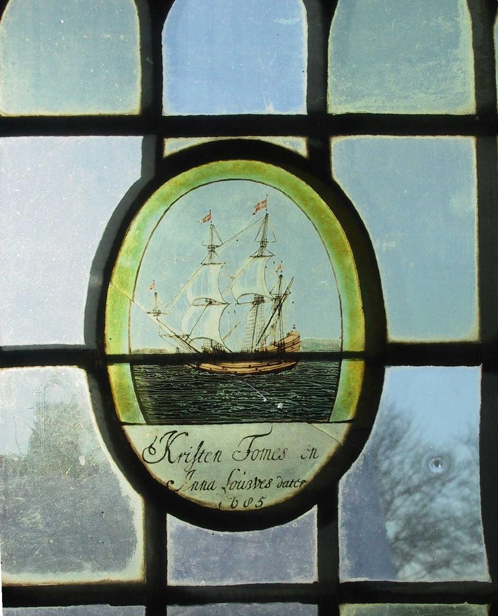Seilskute, en brigg for fulle seil, tegnet opp med sepia,  blå rolig sjø, 3 danske flagg.