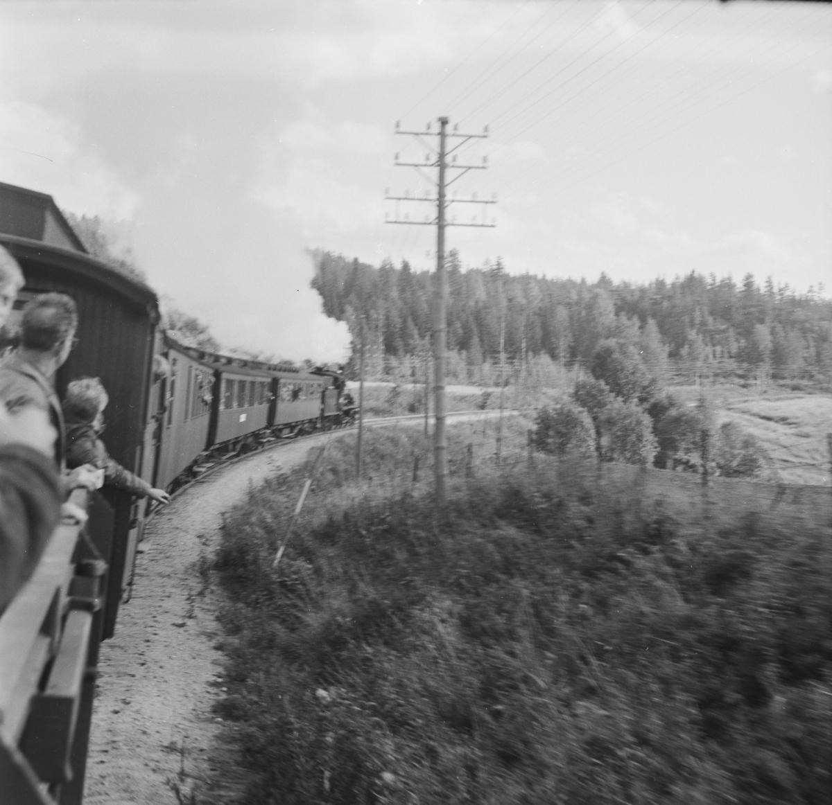 A/L Hølandsbanens veterantog underveis fra Krøderen til Vikersund.