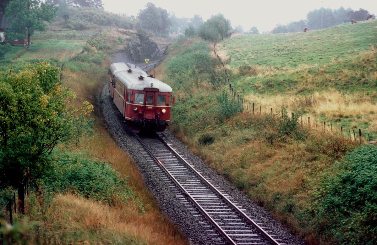 Persontog med NSB dieselmotorvogn BM 86 61 ved Rotvoll.