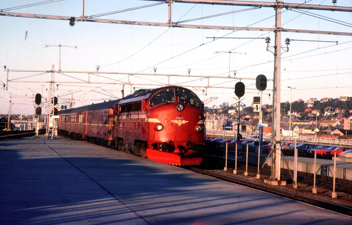 Dagtoget fra Bodø, tog 452, ankommer Trondheim stasjon.
