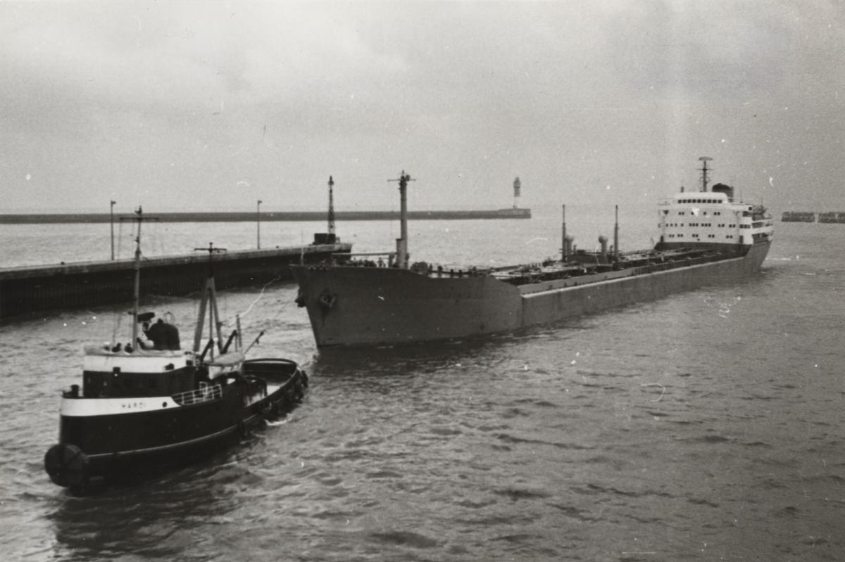 Malmtankmotorfartyget VIRIS av Stockholm i Dunkerque den 22 dec. 1960.
