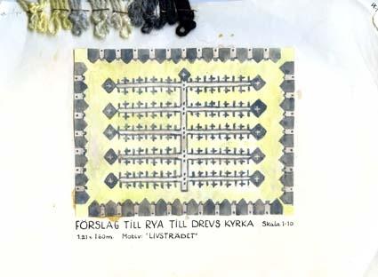 """Sex skisser med förslag till ryamattor till Drevs kyrka.GHKL 4026:1 Förslag till rya till Drevs kyrka 1,21 x 2,00 m. Skisstorlek ca 12 x 20 cm, skala 1:10GHKL 4026:2 Förslag till rya till Drevs kyrka, motiv från dopfunten, 1,21 x 2,00 m. Skisstorlek ca 12 x 20 cm, skala 1:10GHKL 4026:3 Förslag till rya till Drevs kyrka 1,21 x 1,60 m. Skisstorlek ca 12 x 16 cm, skala 1:10Motiv """"Livsträdet""""GHKL 4026:4Förslag till rya till Drevs kyrka 1,21 x 1,60 m. Skisstorlek ca 12 x 16 cm, skala 1:10Motiv """"Livsträdet"""".GHKL 4026:5Förslag till rya till Drevs kyrka 1,21 x 1,60 m. Skisstorlek ca 12 x 16 cm, skala 1:10GHKL 4026:6Förslag till rya till Drevs kyrka 1,21 x 1,60 m. Skisstorlek ca 12 x 16 cm, skala 1:10""""Motiv från dopfunten""""På skissen finns anteckningar gjorda.BAKGRUNDHemslöjden i Kronobergs län är en ideell förening bildad 1990. Den ideella föreningen ersatte Kronobergs läns hemslöjdsförening bildad 1915.Kronobergs läns hemslöjdsförening hade butiksverksamhet och en vävateljé med anställda väverskor och formgivare där man vävde på beställning till offentliga miljöer, privatpersoner och till olika utställningar.Hemslöjden i Kronobergs län har idag ett arkiv med drygt 3000 föremål, mönster och skisser från verksamheten och från länet. 1950-talet var de stora beställningarnas tid och många skisser och mattor till kyrkorna kom till under detta årtionde."""