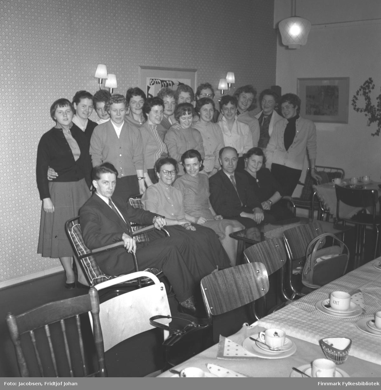 Finnmark Telegrafdistrikts 7. (av 16) telefonkurs i Hammerfest. De som sitter foran i bildet er lærere/kursholdere.