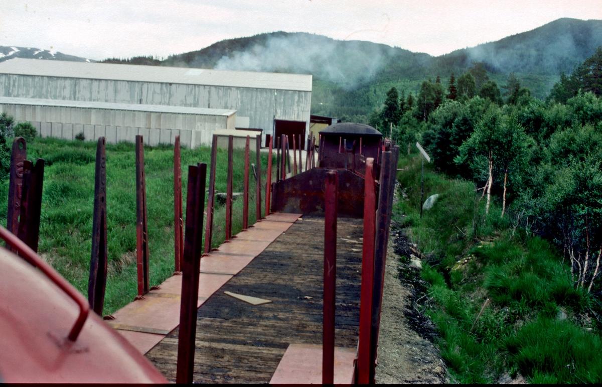 Skifting på Øvre Namdal industrispor med kipptog fra Namsskogan. Materiell fra gt 5771.