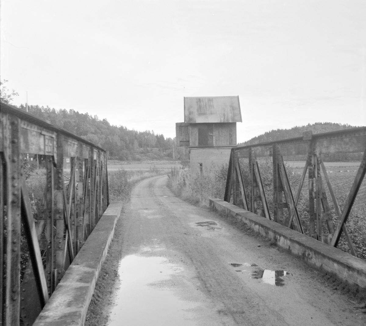 Fresti bro og vanntårn på nedlagte Tønsberg-Eidsfossbanen.