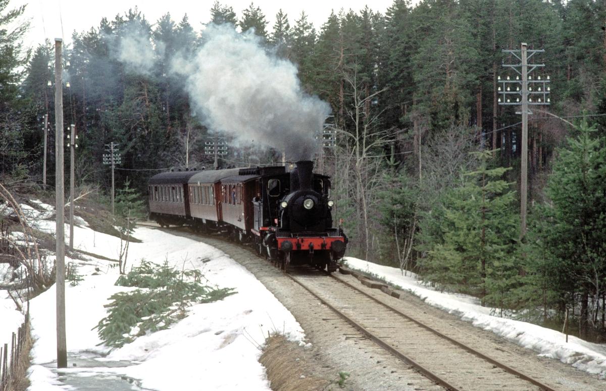 Ekstratog på Krøderbanen med damplok 21b 252.