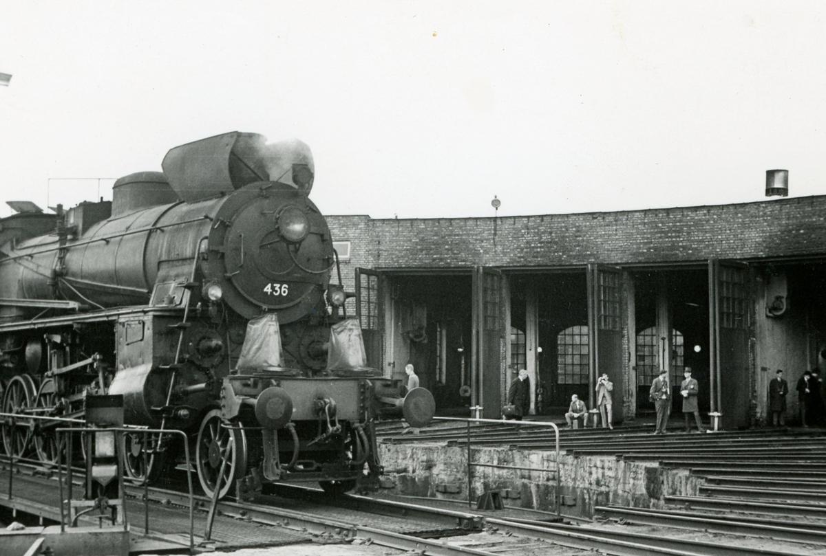 Damplok type 26c nr. 436 på Hamar stasjon. Lokomotivet er trukket frem for fotografering i forbindelse med Svenska Järnvägsklubbens veterantogstur.