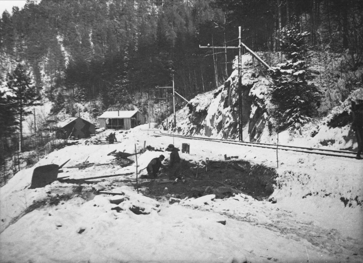Bygging av den nye traseen ovenfor tunnellen i Klinglien.