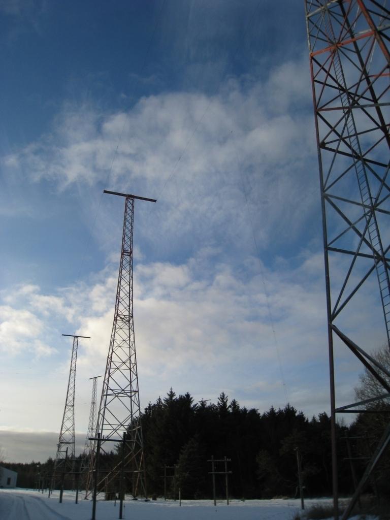 Anlegget består av 10 master ved senderstasjonen for Rogaland radio. Hver mast er ca 50 meter høy. Mastene bar retningsantenner for kortbølgesendere, dipole teppeantenner, og er plassert i et spesielt mønster for å dekke alle retninger. Trådene henger på kryss og tvers, og kan på avstand minne om nettet i et fiskegarn.