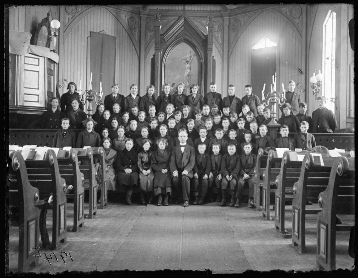 Konfirmanter i Vardø kirke 1914.