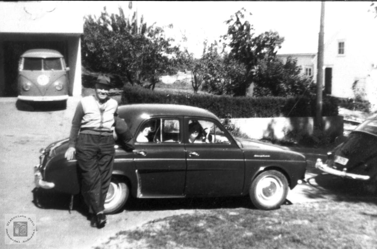 Erling Stedjan på biltur med den første bilen