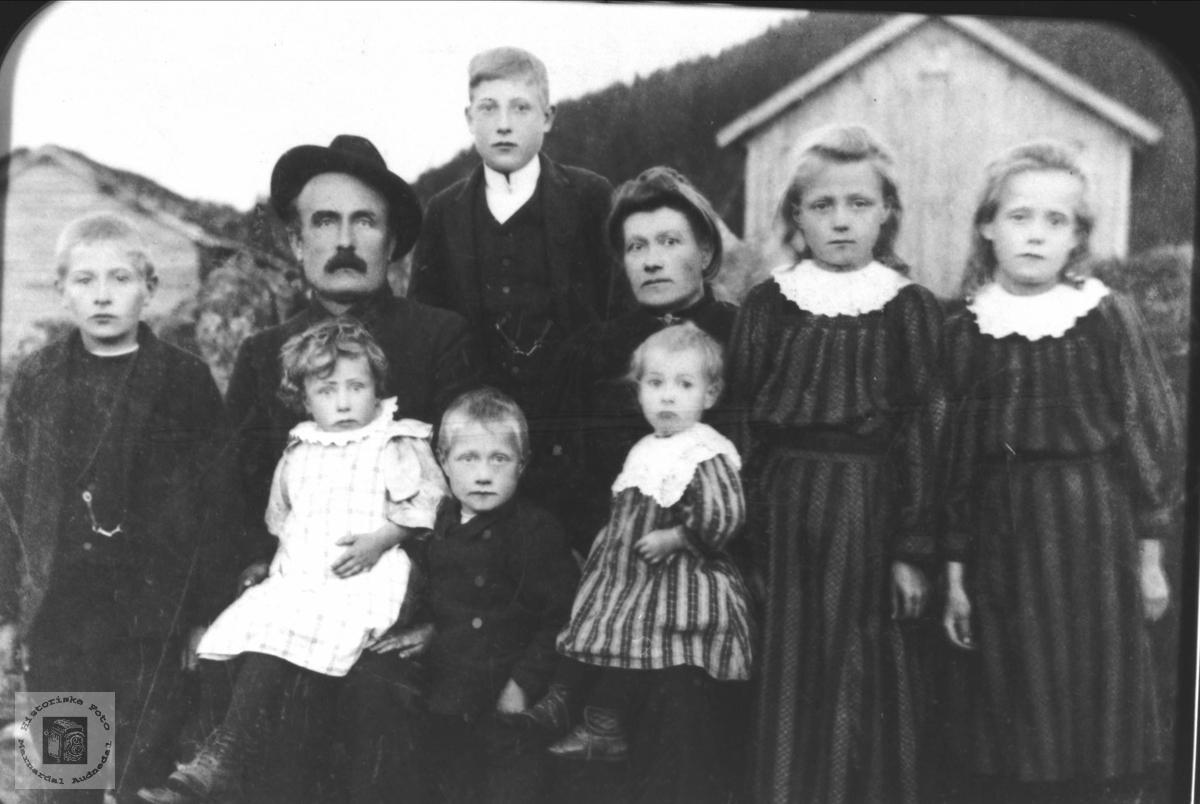 Familieportrett Midgarden, Seland