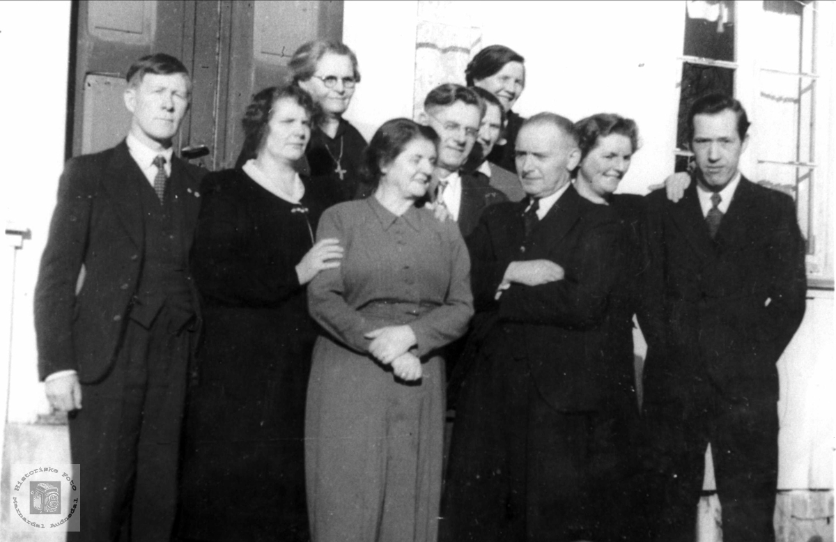 Fmiliegruppe. De fleste fra Eikestokkan, Sveinall.