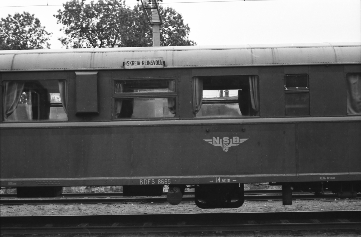Styrevogn for dieselmotorvogntog med postavdeling, NSB BDFS 86 65. Påskrifter.