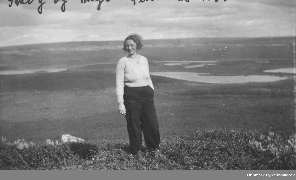 """""""Kate Indrevær på tur til Vannan på østsiden av Jakobselvdalen. Ved Vannan var det mange gode bærplasser!"""""""