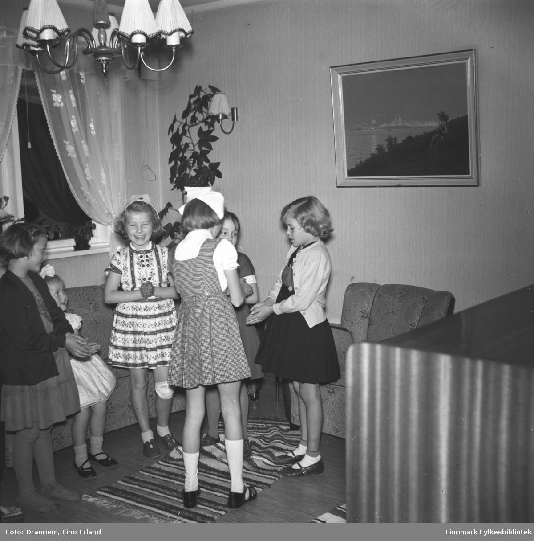 Jenter på bursdagsselskap hos Turid Lillian