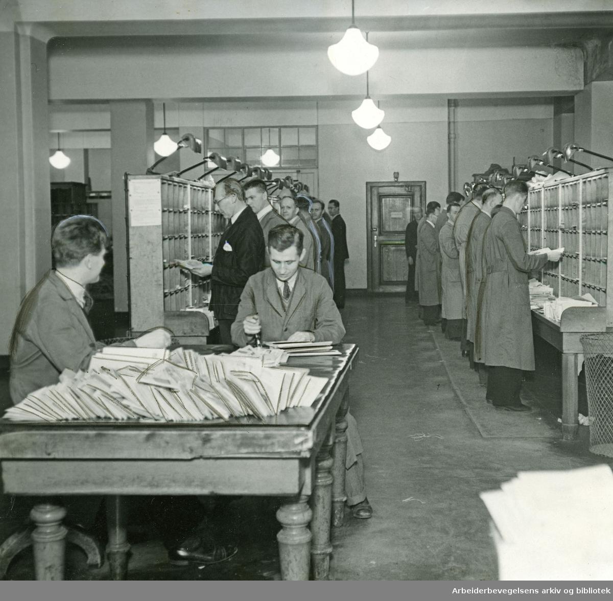 Brevsortering på Hovedpostkontoret i Oslo. 1938.