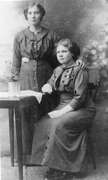 Portrettbilde av Hanna Holm og Agnes Andorsen