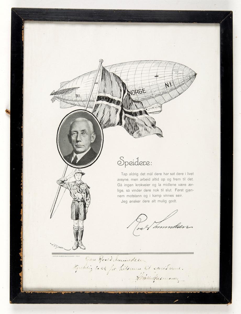 Foto av Roald Amundsen, tegning av luftskipet Norge og en speidergutt.