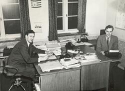 Journalistene Per Haraldsson (til venstre) og Finn Brattskar
