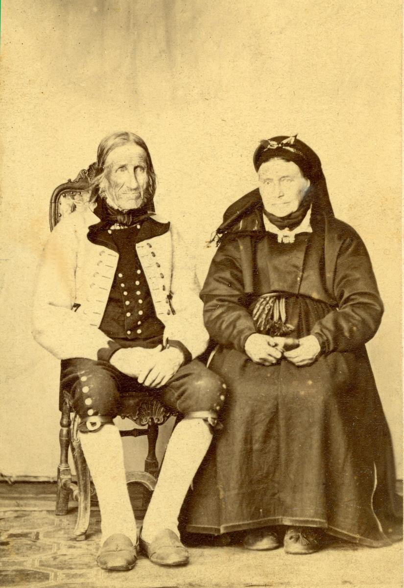 Parbilete av Tor Gundersen Brenne og Ingeborg Brenne, fødd Sønstebø