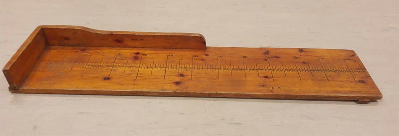 Målefjøla har vært brukt til å måle lengden på torsk. Fjølas maks lengde: 127 cm.