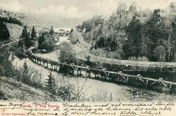 Tømmerrenne ved Farriselva. Vestfoldbanen til venstre