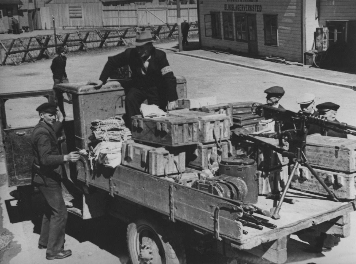 Hjemmestyrkenes utrykningsavdeling med utstyr, mai 1945.