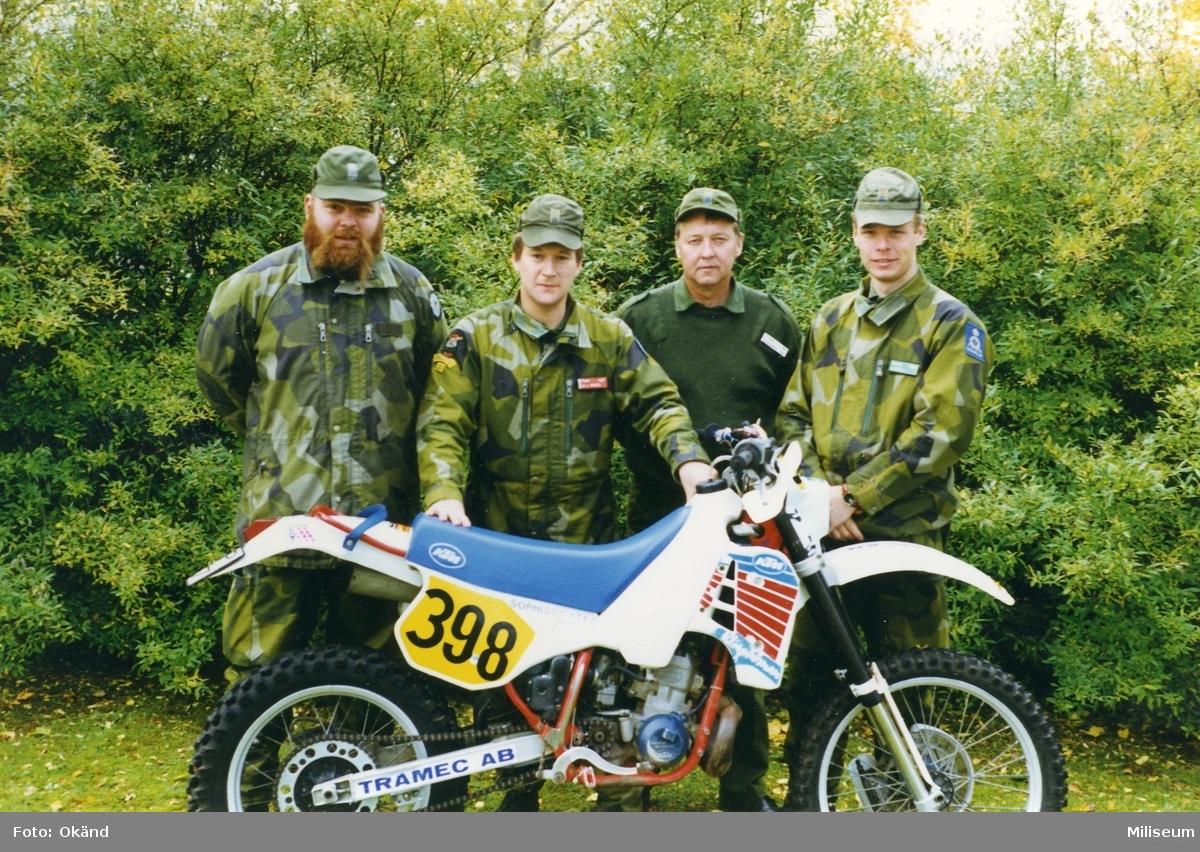 Från vänster Johan Eklöt, löjtnant L. Wisen, Ing 2, Karlsson och Körsell.