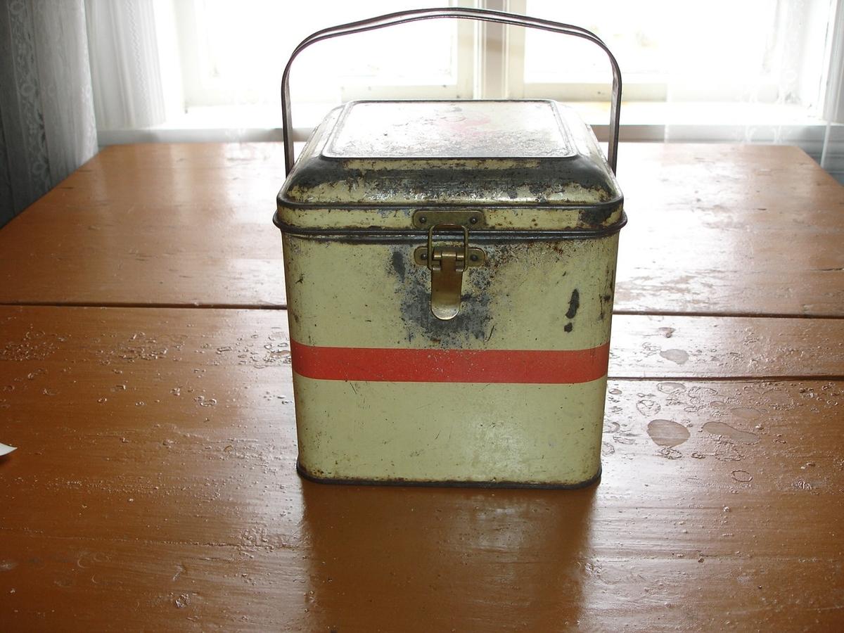 Margarinboksene ble benyttet til oppbevaring av bl.a. småkaker o.a. matvarer.