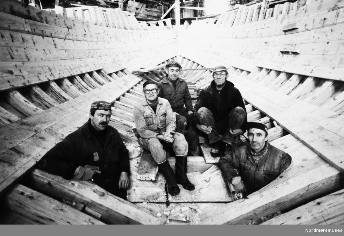 Bremsnes båtbyggeri. Bildet er fra avisa Tidens Krav sitt arkiv i tidsrommet 1970-1994. Nå i Nordmøre museums fotosamling.